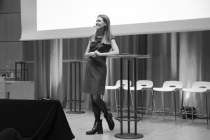 Lisa Kirsebom, moderator, författare och journalist.